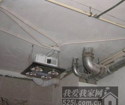正确的办法应该将浴霸装置在浴室顶部的中心位置
