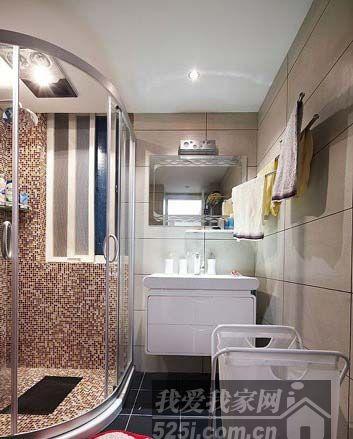 卫生间,马桶移位,所以用了墙排