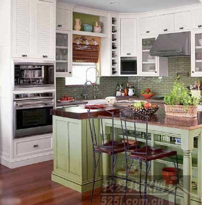 大抽屉的设计在厨房岛台上经常能看到,实用性很高.