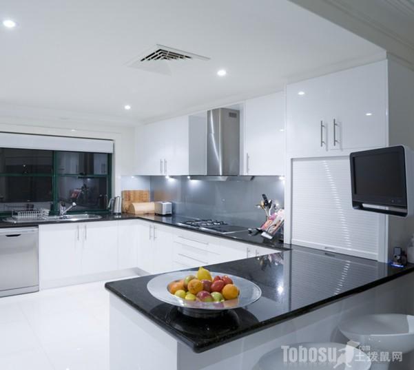 小户型厨房餐厅一体效果图4:敞开式厨房可是这几年很流行的设计,这