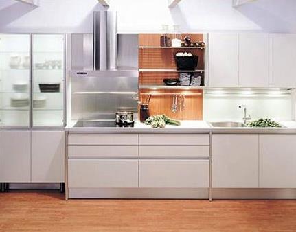 一字型橱柜,l形橱柜,u形橱柜,岛台形橱柜将柜子都沿着一面墙放置