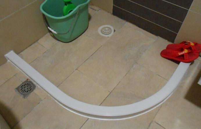 卫浴挡水条的安装方法