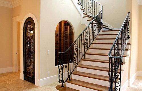 现在有很多人都喜欢选择复式楼,但是复式楼装修和其他的室内装修还是图片