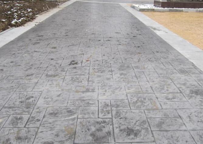 水泥地面怎么施工 水泥地面潮湿的处理方法