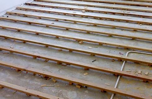 实木地板龙骨铺设方法(2)铺设好龙骨