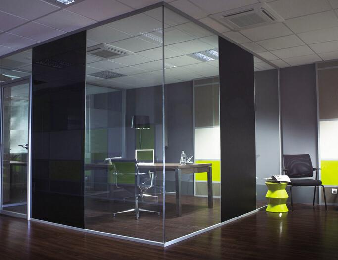 办公室安装玻璃隔断好吗