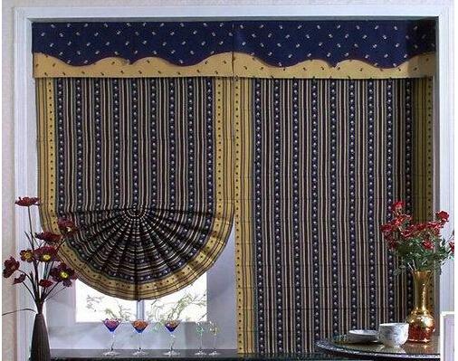 怎样选购罗马帘 罗马帘安装方法   第一步,把起升降窗帘作用的绳子用