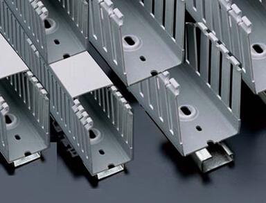 导线接头处应设置接线盒;线槽中非导体的部分应该