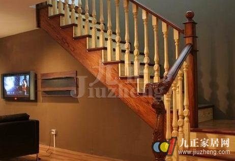 金属配件也会出现生锈的情况,从而影响楼梯的整体结构与功能.