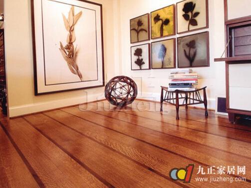 木地板不仅可以我们冬暖夏凉的舒适,还能带给我们最环保的生活,很受大家的欢迎,木地板的安装也是一个技术活,安装完后我们一定要仔细验收,及时发现问题;下面,九正家居网为大家讲述下木地板安装验收方法,希望可以帮助到大家。 木地板验收攻略一:看外观 木地板检验第一步就是看外观是否干净,有无刮痕、破损和色差,有问题需要及时提出。 1.