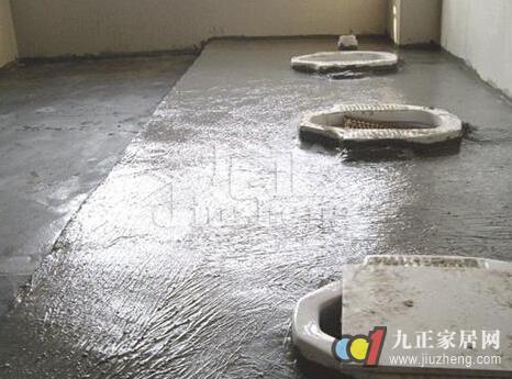 刷防水涂料时贴玻璃丝布加强层1~2