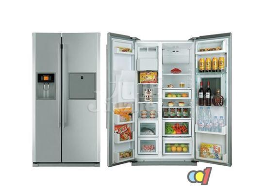 冰箱是我们家居生活中不可缺少的家电之一,但是有时候我们在使用的时候,会出现冰箱冷藏室结冰的现象,应该怎么办呢?下面,九正家居网就给大家介绍冰箱冷藏室结冰解决方法,以及冰箱冷藏室使用注意事项。 冰箱冷藏室结冰怎么办 一、冰箱冷藏室出现反复结冰 先检查下冰箱的温度。一般温度调在3~4度之间。如果温度不在这个范围内,有可能会出现这个现象。如果不是温度的问题,查看下冰箱里存放的食品,是否温度太高。避免将温度太高的食品置于冰箱内,热的空气会造成大量的冷凝水而间接产生这种现象。排除这两个问题,那么就有可能是温控器出现