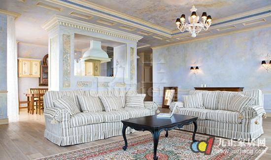 欧式装修以华丽的装饰、浓烈的色彩、精美的造型,营造出一个豪华大气、富丽华贵的氛围,非常适合别墅的装修,因此也受到很多别墅业主的青睐。今天,九正家居网就给大家介绍欧式装修的特点,以及欧式装修技巧。 欧式装修的特点 1.在装修风格中,欧式风格以奢华风作为经典。欧式风格最大的特点就是通过装饰、颜色、家具等,营造端庄、典雅以及浓厚的欧洲文化。大气、华丽是每个见到欧式装修的第一映像。如今的欧式风格随着现代元素的融合,逐渐偏向现代风格。 2.