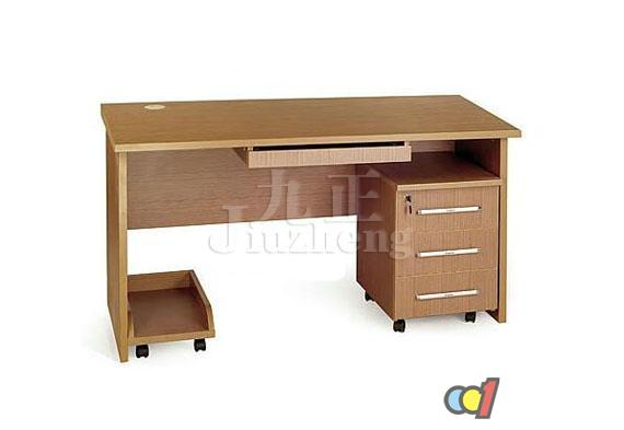 不过木制电脑桌的保养维护比较麻烦