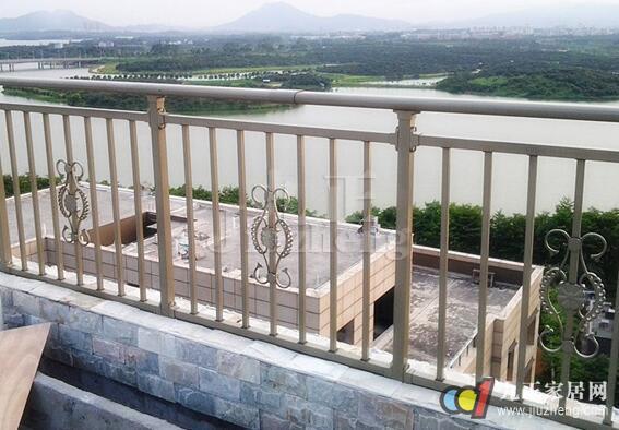 4,防腐木阳台护栏