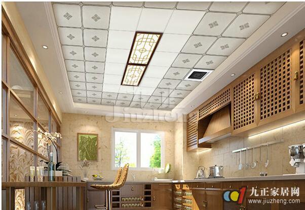 吊顶不仅美观,而且耐用,那么铝扣板吊顶怎样选购呢?下面九正家居网给大家详细介绍铝扣板吊顶的特点,以及铝扣板吊顶选购技巧。 铝扣板吊顶规格: 按形状分有条形、方形、格栅形等,但格栅形是不能用于厨房、卫生间吊顶的;长方形板的最大规格有600mm*600mm,300mm*300mm,一般居室的宽度约5米多,较大居室的装饰选用长条形板材整体感更强,对小房间的装饰一般可选用300mm*300mm的。由于金属板的绝热性能较差,为了获得一定的吸音、绝热功能,在选择金属板进行吊顶装饰时,可以利用内加玻璃棉、岩棉等保温吸音