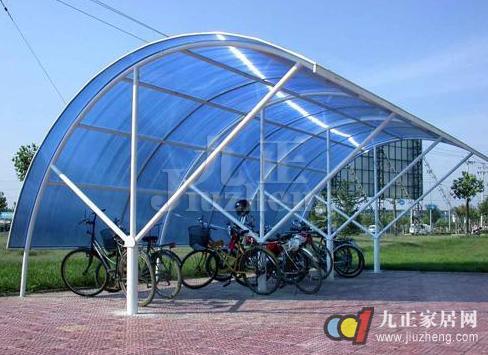 玻璃雨棚必须使用符合设计和规范的材料,各种构件在运输过程中必须有