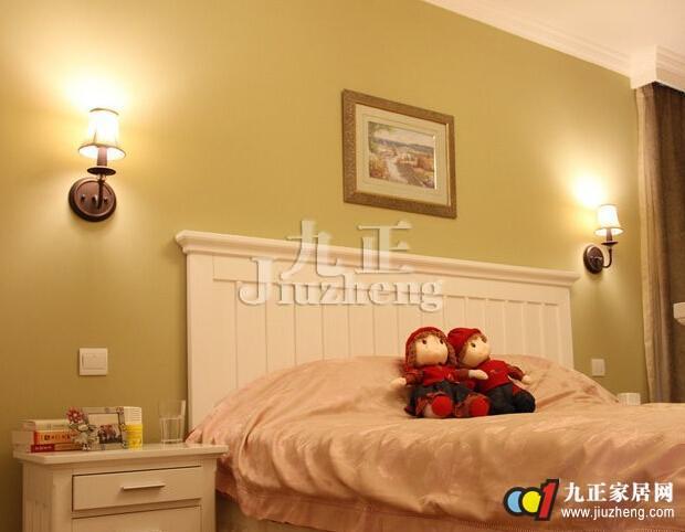 卧室是我们休息的地方,因此对于卧室灯具的布置非常有讲究,在卧室中局部的灯光设计是必不可少的,因此床头壁灯成为卧室装修常常会选择的一种灯具,那么床头壁灯怎么样呢?下面九正家居网给大家详细介绍床头壁灯相关问题。 床头壁灯怎么样 在床头安装壁灯早已成为一种时尚,床头壁灯以光纤柔和、暖色调为主,主要用来装饰卧室空间和代替卧室中央的顶灯。床头壁灯宜用表面亮度低的漫射材料灯罩,装一盏茶色刻花玻璃壁灯,具有古朴、典雅、深沉的韵味。床头壁灯能够充分调动卧室的氛围,床头壁灯安装DIY,打造属于自己的温馨空间。 在床头安装壁