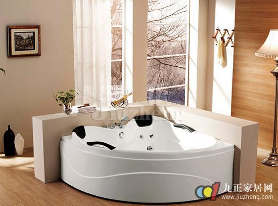 在进行卫浴间装修的时候,越来越多的人开始选择浴缸和淋浴相结合的安装方式了,而浴缸的挑选就是其中一个重要的环节,我们应该如何选购优质的浴缸呢?下面,九正家居网就给大家讲讲浴缸的挑选方法和浴缸的尺寸。 浴缸的挑选方法 1、选择款式 现代浴缸的款式主要有独立有脚的设计和镶嵌在地上的样式两种。前者适合安放在卫浴空间面积较大的住宅中,最好放置在整个空间的中间;而后者则适合安置在面积一般的浴室里,如果条件允许的话最好临窗安放。 2、定功能 如果预算宽松,可以考虑按摩浴缸。按摩浴缸能够按摩肌肉、舒缓疼痛及活络关节。按摩