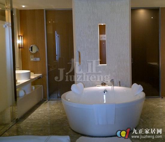 一来别墅空间大,卫生间肯定不小,一般的圆形浴缸尺寸对于别墅卫生间来