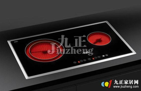 电陶炉是备受人们喜爱和欢迎的一种新型厨具产品,电陶炉怎么样呢?电陶炉的工作原理是什么呢?今天就跟着九正家居网的脚步一起来看看答案吧。 电陶炉怎么样 一、功能 1.加热的温度高。炉面温度最高200度左右,可以爆炒。是一般的电器产品不能比拟的。 2.不挑锅。电陶炉什么样的锅都能使用,铁的、铝的、陶瓷的、玻璃的等等,只要是平底锅都可以。 3.