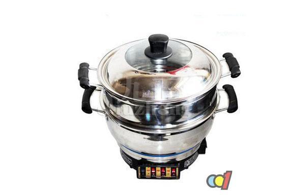 电炒锅是厨房常见的炊具之一,而经常下厨的亲很想电炒锅有辐射吗。下面跟九正家居网一起来看看电炒锅的危害知识吧。 电炒锅有辐射吗 辐射是现代人日常生活常见的又让人担忧的事儿,那么,电炒锅会有辐射吗?事实上,家用电器都有一定的辐射,只是辐射范围大小的不同,所以电炒锅也不例外。 一般电器都是按照需要设计的,就包括辐射的处理,尽量让辐射的绝大部分被阻挡在机壳之内,不直接到达人体的。电炒锅是有辐射的,但是这个辐射对人体是没有影响的。这种产品是通过导热金属通电发热来产生热量,对锅具进行加热,进而对食物进行烹饪。我们的身