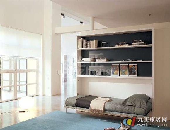 隐形壁柜床的出现极大地解决了家居空间小的问题。从过去到现在,我们的家居环境中的卧室都是占有相当大的空间。可是现如今房价的上涨影响着很多人的居住环境,卧室不能再像过去那样规划,所以隐形壁柜床的出现是很有必要的。隐形壁柜床怎么安装呢?下面跟九正家居网一起来看看隐形壁柜床安装方法吧。 1、隐形壁柜床相比于沙发床等还要节约空间,因为沙发床即使缩小也是一个沙发,还是占用一定的空间的,隐形壁柜床完全将床垫隐藏起来,与壁柜一体,最大程度上节省空间。那么隐形壁柜床也不是随便就往哪个墙上一立就成了隐形,在安装设计中也要考虑