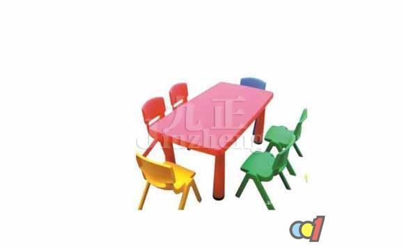 幼儿园是宝宝们的第二个家,教室的设计最好要以简单整体和谐为主。这样宝宝在教室的时候有空间游乐,不会造成碰撞的意外。幼儿园桌椅是老师们最苦恼的摆设。接下来九正家居网将要来给大家说说幼儿园桌椅的保养方法和幼儿园桌椅的摆放方法知识。 幼儿园桌椅的保养方法 1、幼儿园桌椅应避免阳光直接照射,当高温物体摆放在家具上时,必须用隔热垫子垫在底下,以免影响其使用寿命。书桌应该摆放在光线充足的地方,如果幼儿园桌椅侧向摆放应该保证光线从左侧照来。幼儿园桌椅尽量少而且靠墙摆放,以扩大儿童的活动空间。 2、皮类、布类的幼儿园桌椅
