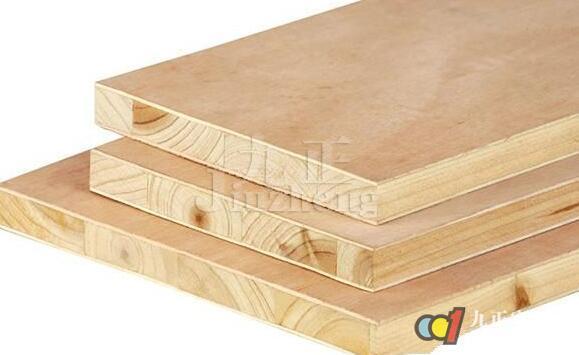 板材在我们的生活中有着广泛的应用,不同的家居装修风格,对板材的要求也不相同。现在工业化飞快的发展,板材的种类也得到了极大的丰富,常用板材材质有哪些呢?下面,九正家居网为大家讲述下常用板材的选购方法,希望可以帮助到大家。 常用板材材质1、实木板板材 顾名思义,实木板就是采用完整的木材制成的木板材。这些板材坚固耐用、纹路天然,是中优中之选。但因为此板材造价高,而且施工工艺要求高,在中使用反而并未几。实木板一般按照板材实质名称分类,没有同一的尺度规格。目前除了地板和门扇会使用实木板外,一般我们所使用的板材都是人