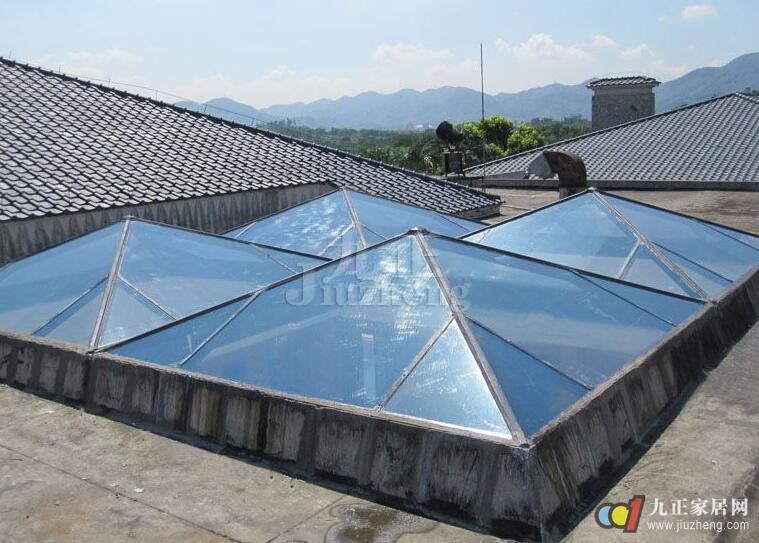 楼顶房窗户设计素材
