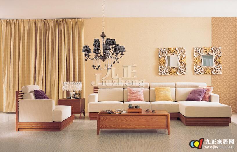 浅色沙发搭配深色桌子