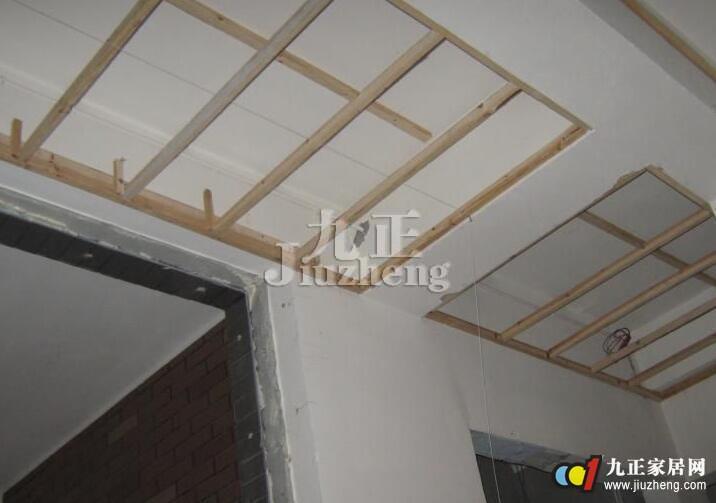 2,石膏板吊顶顶棚施工过程中,应注意保护顶棚内装好的各种线管,轻钢