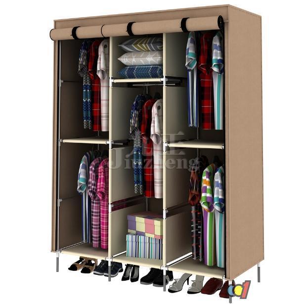 款式多样、组装方便、结构稳定的布衣柜现在越来越受到消费者的欢迎,但是由于市面上的产品和品牌繁多,我们就需要根据一些要点和技巧进行选购。下面,九正家居网就给大家介绍布衣柜选购方法和技巧。 布衣柜怎么选 1、布料 市场上的简易衣柜布料,多是无纺布的,要不就是PVC牛津布。前者便宜环保,但是后者更结实,还方便水洗。无纺布也有质量好坏,三六九等之分,分类标准多是单位内重量,比较常见的是70g、90g、110g等几种。加厚的无纺布也比较结实,但是价格也偏高。布衣柜价格在50元左右的无纺布布套容易烂,而价格在150~