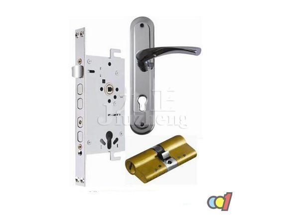 学知识 五金配件安装 锁芯的功能 锁芯的更换方法   方法一:旋下拉手