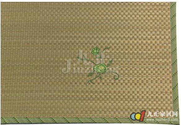 兰草,亚草,龙须草等等,其中 灯芯草,蒲草,马兰草编织的草席多受老人