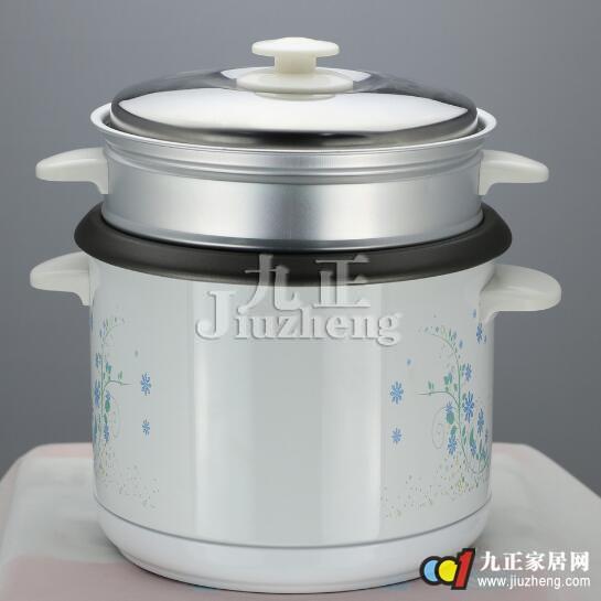电饭锅是一种能够进行蒸、煮、炖、煨、焖等多种加工的现代化炊具。它不但能够把食物做熟,而且能够保温,使用起来清洁卫生,没有污染,省时省力,是家务劳动现代化不可缺少的用具之一,那么,点法宝可以做蛋糕的功能可能了解的人并不多,更不说会的了,在使用后要怎么清洁也是大家需要了解的,下面,九正家居网为大家讲述下电饭锅做蛋糕的方法和清洁保养方法,希望可以帮助到大家。 电饭锅做蛋糕的方法  1、打蛋清的过程很重要,为了突出甜,加一点点盐,然后加一勺绵白糖,开打吧。 2、蛋黄里加2勺糖、3勺冒尖的面粉、6勺牛奶,面粉是普通