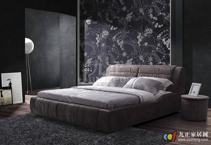 布艺床是我们家居生活中使用较多的一种床,布艺床简单舒适,深受年轻人的喜爱,那么布艺床到底好不好呢?下面九正家居网给大家详细介绍布艺床的相关知识。 布艺床的优点 1、布艺床外观使用布料床套笼罩,弄脏之后容易拆下来清洗,而且也可以更换床套这样就相当于购买了几张床回家,经济又划算。 2、布艺床较之实木床最大的优点就是没有边边角角的棱角不会像实木床那样容易磕着碰着,垫上一张软软的床垫整个小窝显得温暖而又柔软。 3、布艺床外观设计简单时尚,非常吸引现在的年轻人而且颜色多样选择范围比较广泛。选床主要看床本身是否具有外