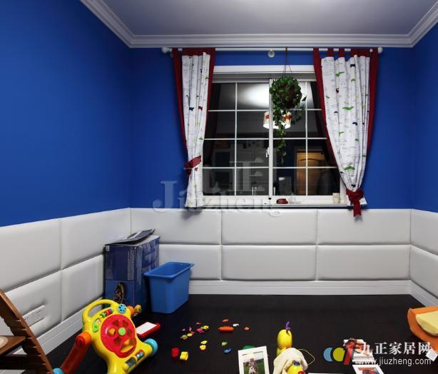 在我们的家居中,儿童房是我们每个父母都十分关注的地方,像是儿童房窗帘不可或缺的家纺用品更是会全方面进行了解。所以,今天九正家居网就给大家介绍儿童房窗帘的选择,以及窗帘选购误区。 儿童房窗帘的选择 1、材质 窗帘从材质上分,一般可分为棉质、麻质、纱质、绸缎、植绒、竹质、人造纤维等,其中棉、麻是比较常用的两种材料。儿童免疫能力较弱,且孩子从3岁就具备了完全行动能力,房间内的窗帘如不经常拆洗,小孩就容易受到细菌的感染。出于儿童健康考虑,儿童房窗帘可以选择棉、麻这两种便于换洗的材质;竹质窗帘防潮、防霉适合南方的居