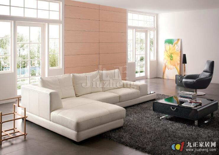 小卧室房间可选择沙发坐面下有储物空间的类型,取放物品很方便,一物