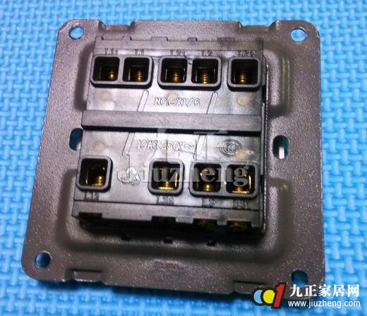 三控开关因为控制面板上开关按钮的不同可以分为单联双控开关,双联