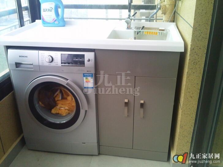滚筒洗衣机发源于欧洲,洗衣方法是模仿棒锤击打衣物原理设计,由于其是全自动模式,而且对衣服的磨损比较小,因此备受人们的喜爱,但是如今市场上的滚筒洗衣机种类比较多,很多人对其并不是特别的了解,九正家居网提醒您,如果你想购买滚筒洗衣机的话,得事先明白滚筒洗衣机的尺寸以及使用方法哦。  滚筒洗衣机的常见尺寸与规格: 滚筒洗衣机的尺寸也有很多种,不同容量,不同大小的滚筒洗衣机尺寸不一样: 容量在2.