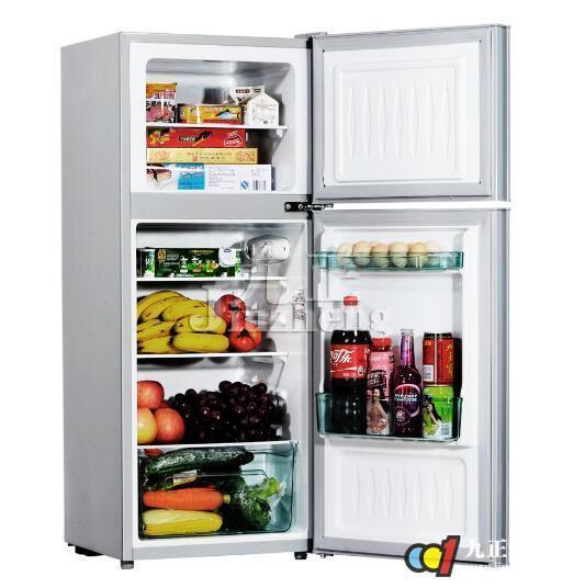 炎炎夏日,很多人会把吃的放入冰箱里制冷一下,然后再吃。一丝丝清凉感觉让人忘记了夏天的炎热。但是有时候冰箱也会出现小毛病,比如说冰箱冷藏室不制冷,但是这种情况是怎么造成的呢?对于这样的情况我们要怎么来解决呢?下面,九正家居网为大家讲述下冰箱冷藏室不制冷的原因和解决方法,希望可以帮助到大家。 一、冰箱冷藏室不制冷的原因 1、电冰箱温控器是安装在冷藏室的,冷藏室温度没达到温控器要求温度所以不停机。压缩机昼夜不停机的话,冷冻室可能造成制冷剂极限制冷温度。这种现象大多数发生在风冷式冷藏室冰箱上。原因是冷藏室蒸发器花