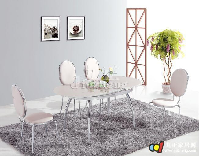 比较科学的家具清洗方法,就是使用柔软的湿抹布擦拭家具表面,擦拭前