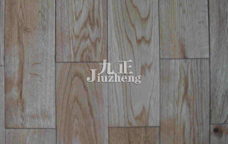 作为地板材料是非常合适的,并且因为水曲柳的纹理直,花纹美丽所以它制