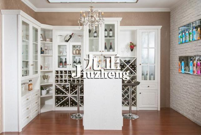 酒柜放什么装饰品 酒柜使用的注意事项图片