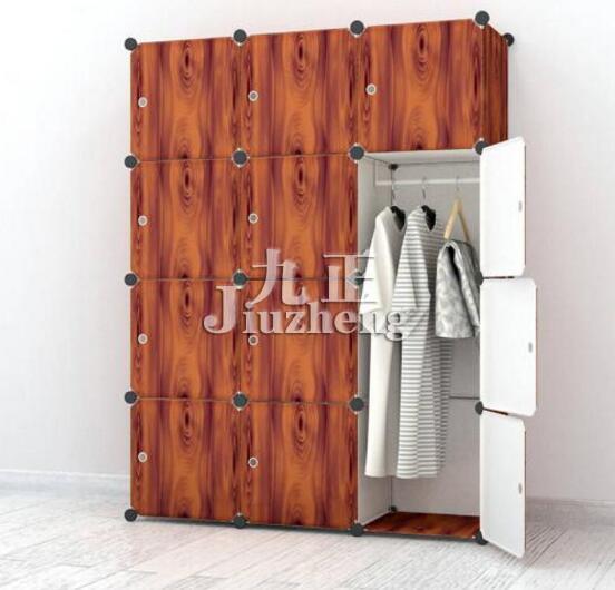 衣柜是我们居家生活中常见的了,很多租房的亲会选择折叠衣柜,也有很多单身男女会选择,因为这种方便简易,搬家也很方便,所以就会买回来自行组装,那么折叠衣柜怎么组装?折叠衣柜安装流程是怎么样的呢?很多亲都不怎么会操作,下面九正家居网就来为大家讲解一番。  折叠衣柜怎么组装? 当折叠衣柜买回来的时候,每个商家都会配备一本安装小册子,当然,这册子不仅是给消费者了解如何安装折叠衣柜,更是商家宣传自己品牌的小册子。首先消费者需要看懂折叠衣柜安装说明书! 选购折叠衣柜的时候,建议消费者最好先问清楚商家装备上是否有标明号码