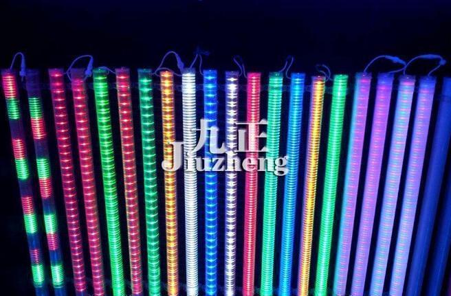 LED护栏灯是以LED作为护拦灯的光源,有红、黄、绿、蓝、白、紫、青、七彩等颜色,通过微芯控制,可实现渐变、跳变、色彩闪烁、随机闪烁、渐变交替,追逐、扫描等流动颜色变化;特别适合应用于广告牌背景、立交桥、河、湖护栏、建筑物轮廓等大型动感光带之中,可产生彩虹般绚丽的效果,是当下常见的一类室外景观照明灯,当然LED护栏灯的质量与安装严重影响着其使用寿命,到底LED护栏灯选购注意事项有哪些呢?LED护栏灯如何施工安装呢?一起来随九正家居网小编去了解下吧。  LED护栏灯选购注意事项: 说到LED护栏灯选购注意事