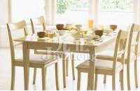 家用餐桌怎么选 家用餐桌的养护方法