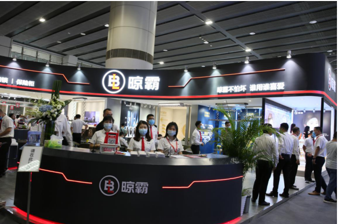 广州建博会上晾霸智能晾衣机热度不减,霸气依然