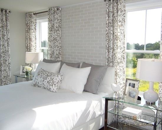 简约风格两个窗户的卧室窗帘装修设计装修效果图